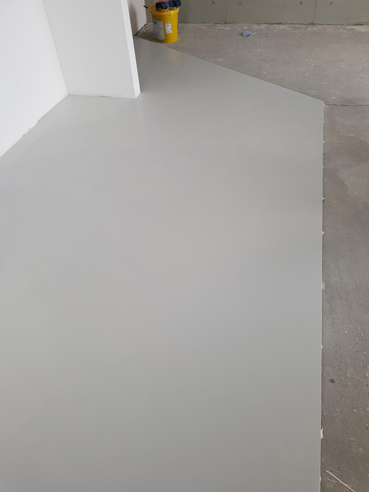 Liata podlaha - Polomatný vysoko odolný PU lakovaný povrch