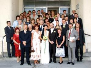 tradičná svadobná fotografia tesne po obrade...