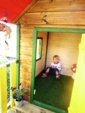 Emilova chatička na záhradke :-)