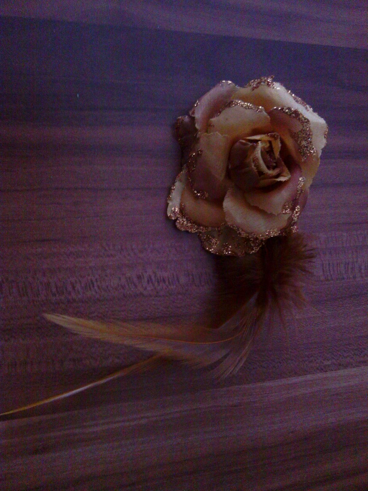 Kvetinka s pierkom - Obrázok č. 1