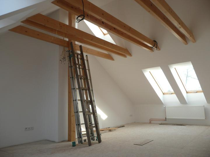 Jak bydlíme - Naše budoucí podkroví, ještě bez podlahy, dveří ......