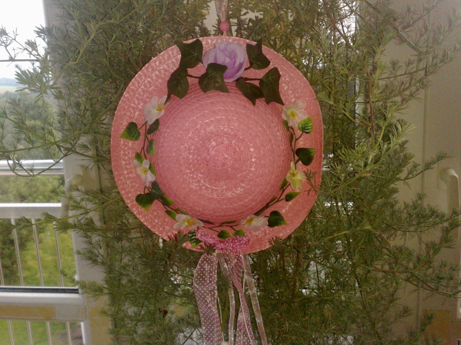 Ruž.klobuk na stenu do dets.izby dekoracia  - Obrázok č. 1