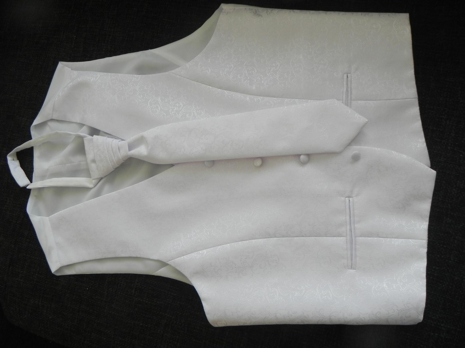 snehobiela vesta aj s kravatou - Obrázok č. 3