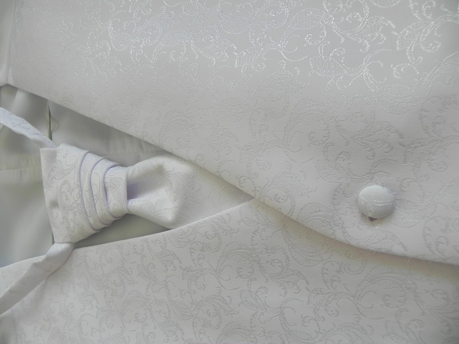snehobiela vesta aj s kravatou - Obrázok č. 2