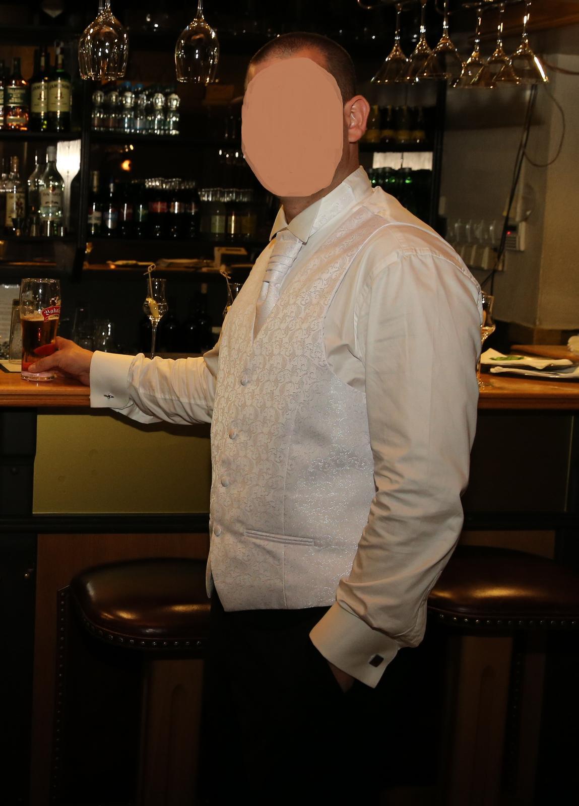 snehobiela vesta aj s kravatou - Obrázok č. 1