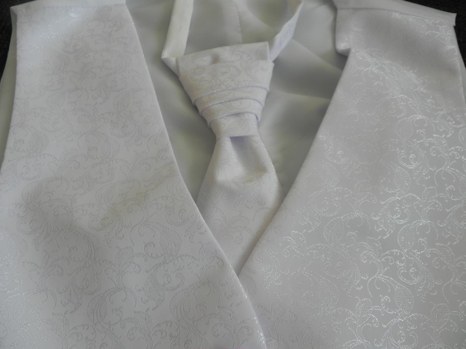 snehobiela vesta aj s kravatou - Obrázok č. 4