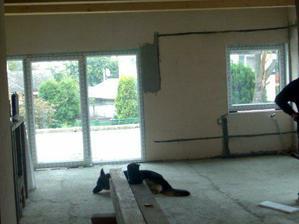 obývačka s okienkami
