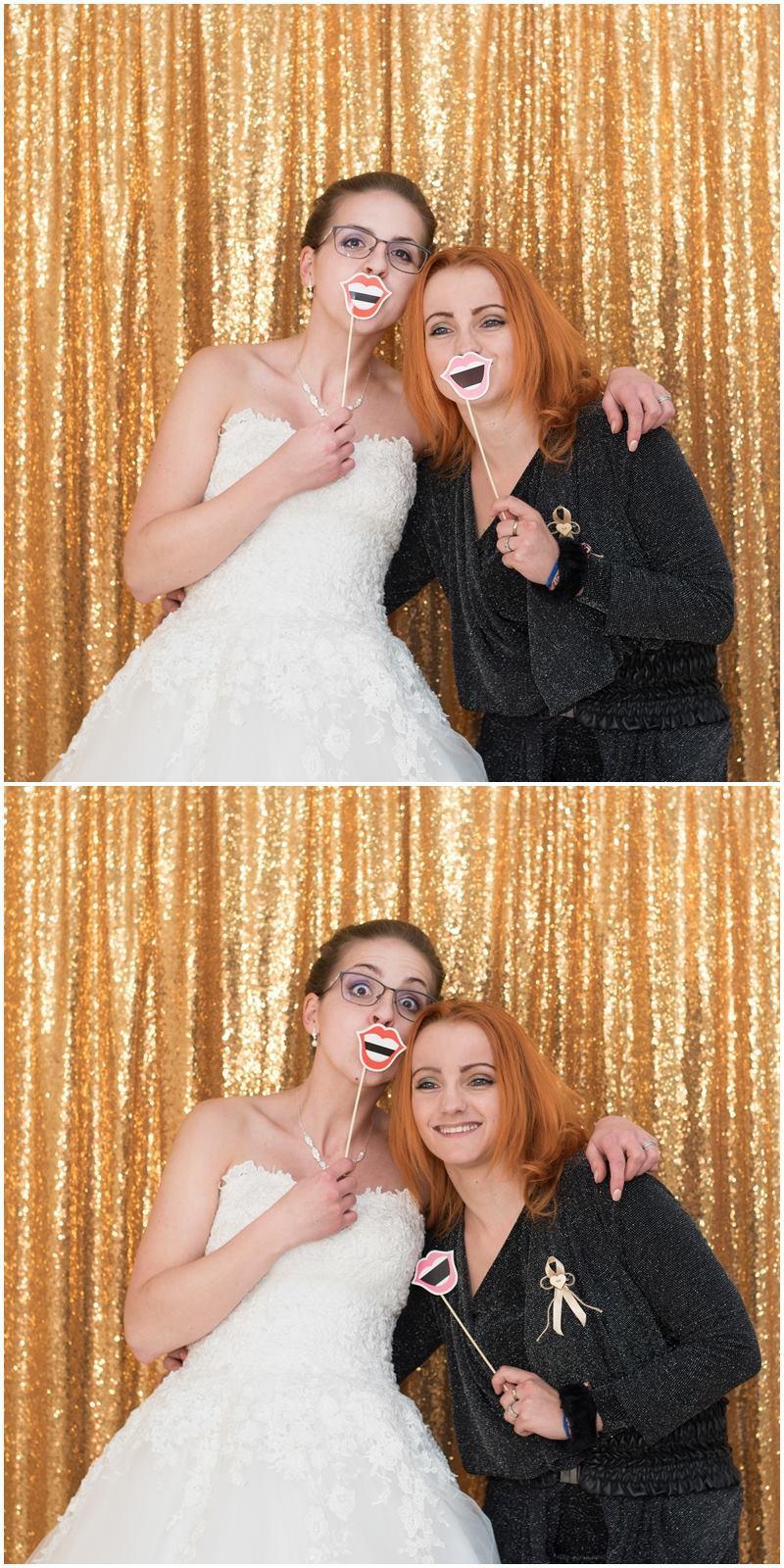 Svatební fotokoutek (s tiskem na místě i bez) - Oblíbené zlaté pozadí do fotokoutku a první letošní nevěsta s naší milou fotografkou :)