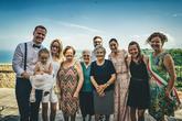 Ke svatebčanům se přidaly i zvědavé babky, obyvatelky vesničky Silvi :)