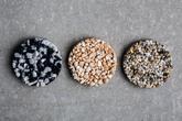 Kamínkový koberec - nepřeberné množství kamínků, štěrků, mramorů, plastových částic...