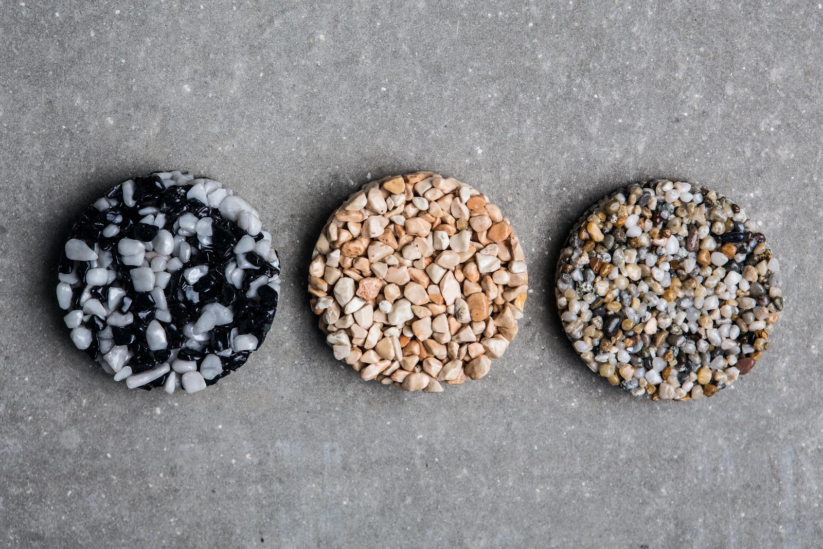 spolchemie - Kamínkový koberec - nepřeberné množství kamínků, štěrků, mramorů, plastových částic...
