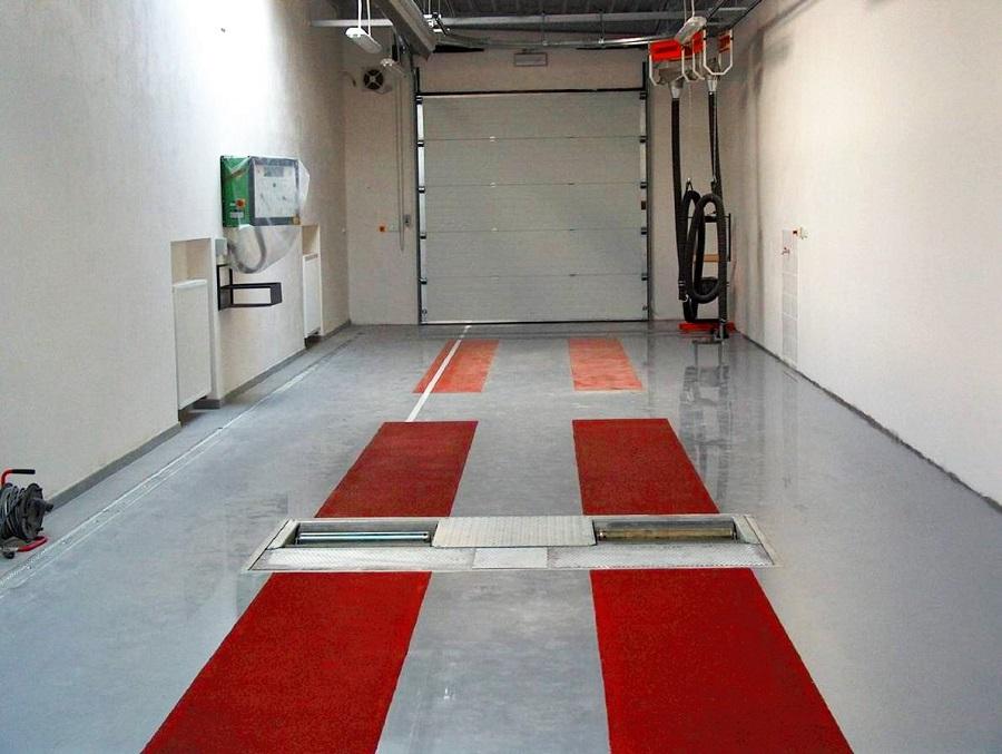 Litá, hladká epoxidová podlaha - užitková podlaha v garáži
