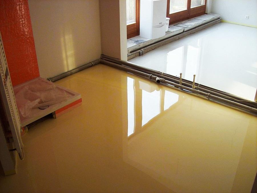 Litá, hladká epoxidová podlaha - podlaha s přirozeně vysokým leskem zvyšuje jas a osvětlení interiéru