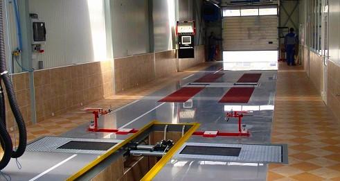 Litá, hladká epoxidová podlaha - ...a ještě jedna povedená garáž - rekonstrukce nájezdů, kombinace epoxidu Epostyl 521 s původním materiálem
