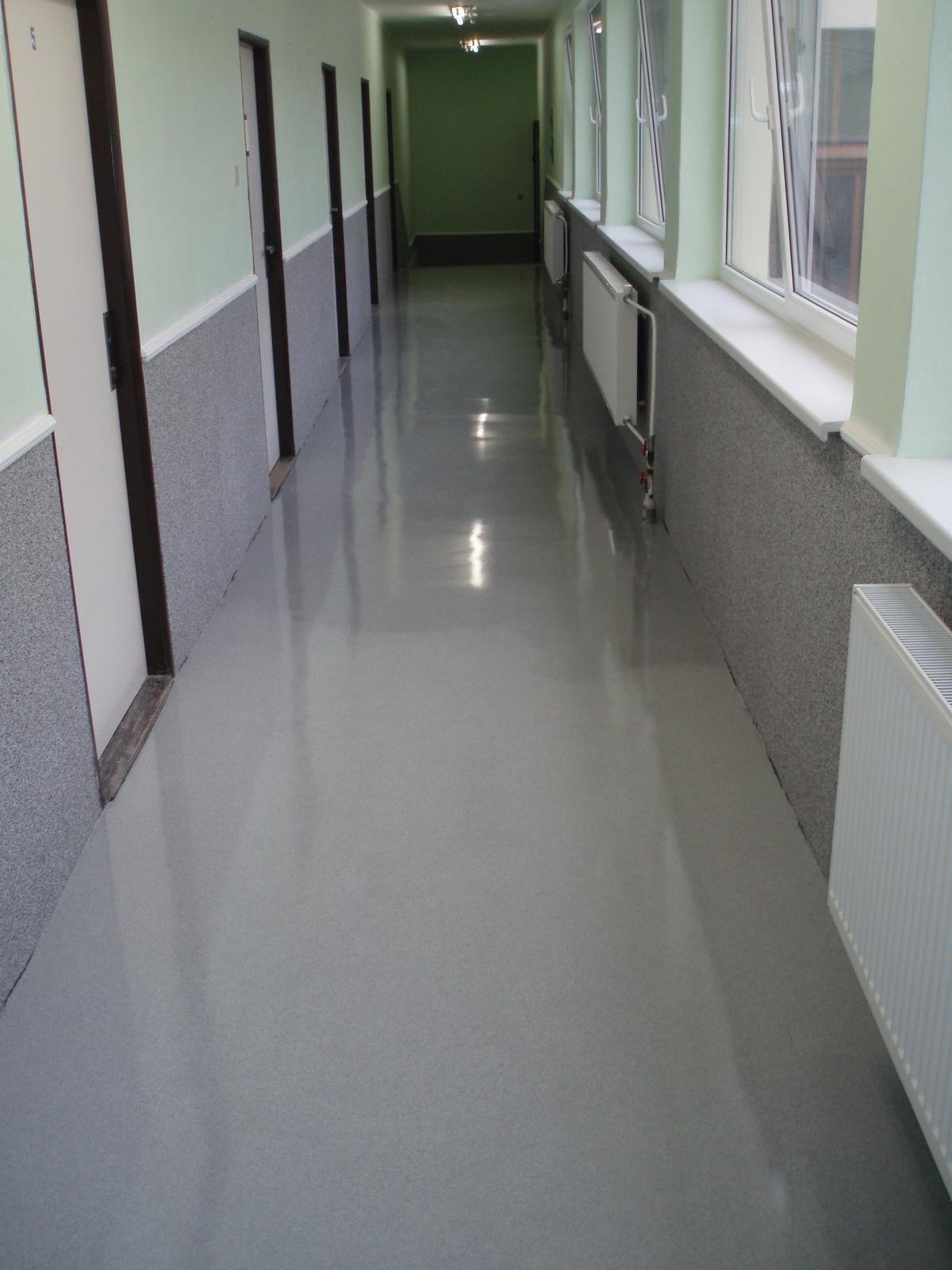 Typy & Tipy: Epoxidove podlahy (nejen) pro aplikátory - 7. EP stěrka – EPOSTYL GRANIT – litá, dekorativní; aplikace ve zdravotnickém zařízení