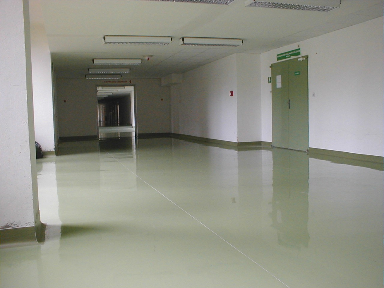 Typy & Tipy: Epoxidove podlahy (nejen) pro aplikátory - 5. EP stěrka – EPOSTYL 521-01 – litá, hladká - zdravotnické zařízení