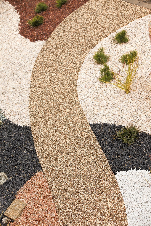 Kamínkový chodníček CHS EPODUR STONE - možnosti desénů a tvarů - Tvarované kamínkové chodníčky v zahradě a kosi nemají šanci!
