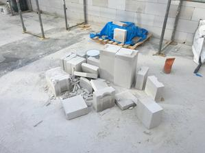 Tieto 2 kopy bol celý odpad z porfixu čo mi zostal na stavbe. Chalani pílili a pílené :D
