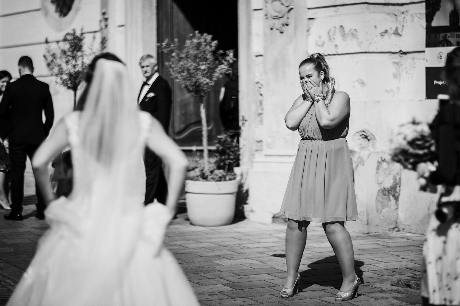 Zuzana{{_AND_}}Tomáš - Moja najlepšia kamarátka / svedkyňa / ma až do svadobného dňa nevidela v šatách...tak konečne predsa =)