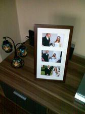 tak isto nám švagrinka kúpila aj rámik na svadobné fotky :)