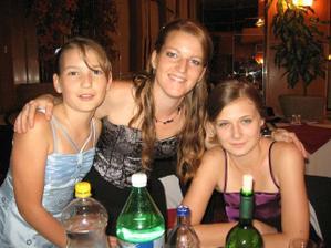 z ľava Emka , Marianka - sestričky moje a švagrinka Ivka