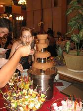 čokoládová fontána zožala veľkýýý úspech mňamky