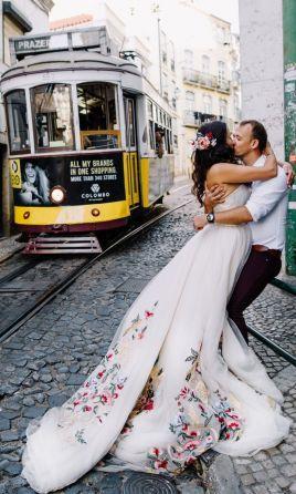 Barevné svatební šaty - Obrázek č. 4