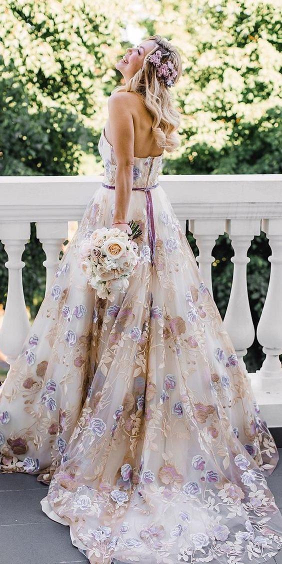 Barevné svatební šaty - Obrázek č. 13