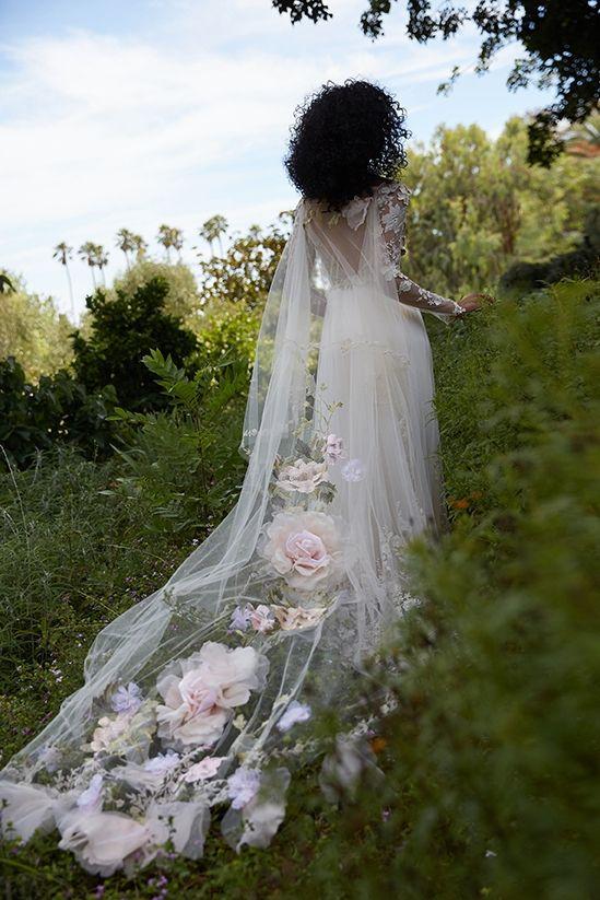 Barevné svatební šaty - Obrázek č. 21