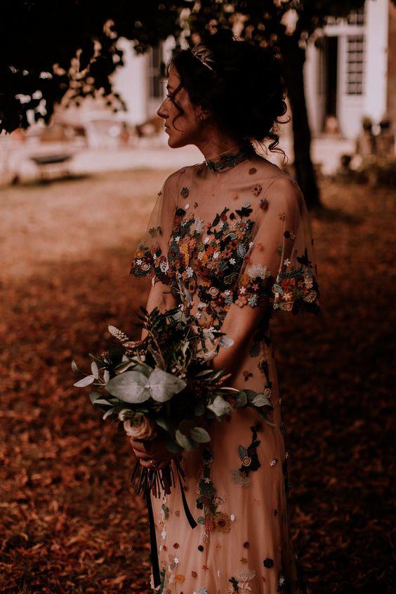 Barevné svatební šaty - Obrázek č. 25