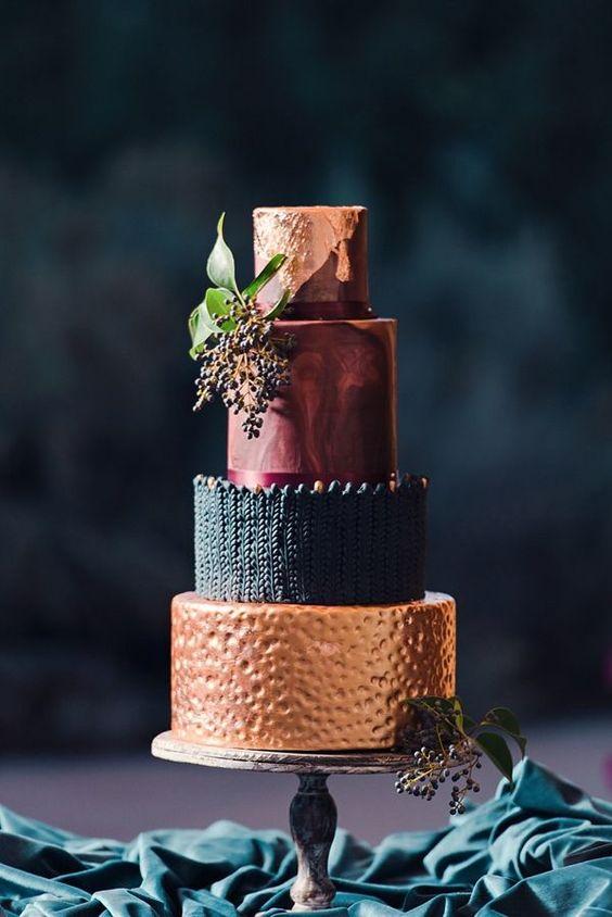 Tak táto torta je ako stvorená pre jesenné či zimné svadby, čo poviete?😍❄️ Zdroj: Pinterest - Obrázek č. 1