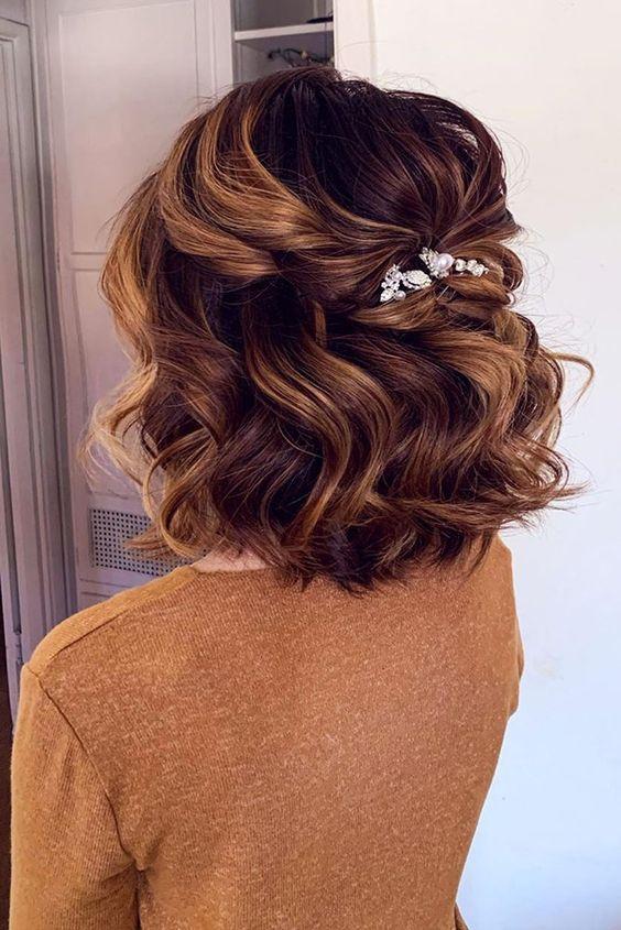Svatební účes pro krátké vlasy - Obrázek č. 9
