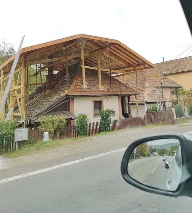 "Tak toto ma dnes veľmi pobavilo. :-D  Viete ako sa hovorí: ""Dobrá strecha je základ"" :-D - Obrázek č. 1"