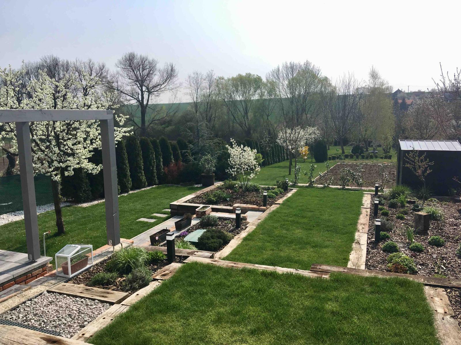 Názov stavby 3 - in da garden - slivky a muchovník v jarnej kráse