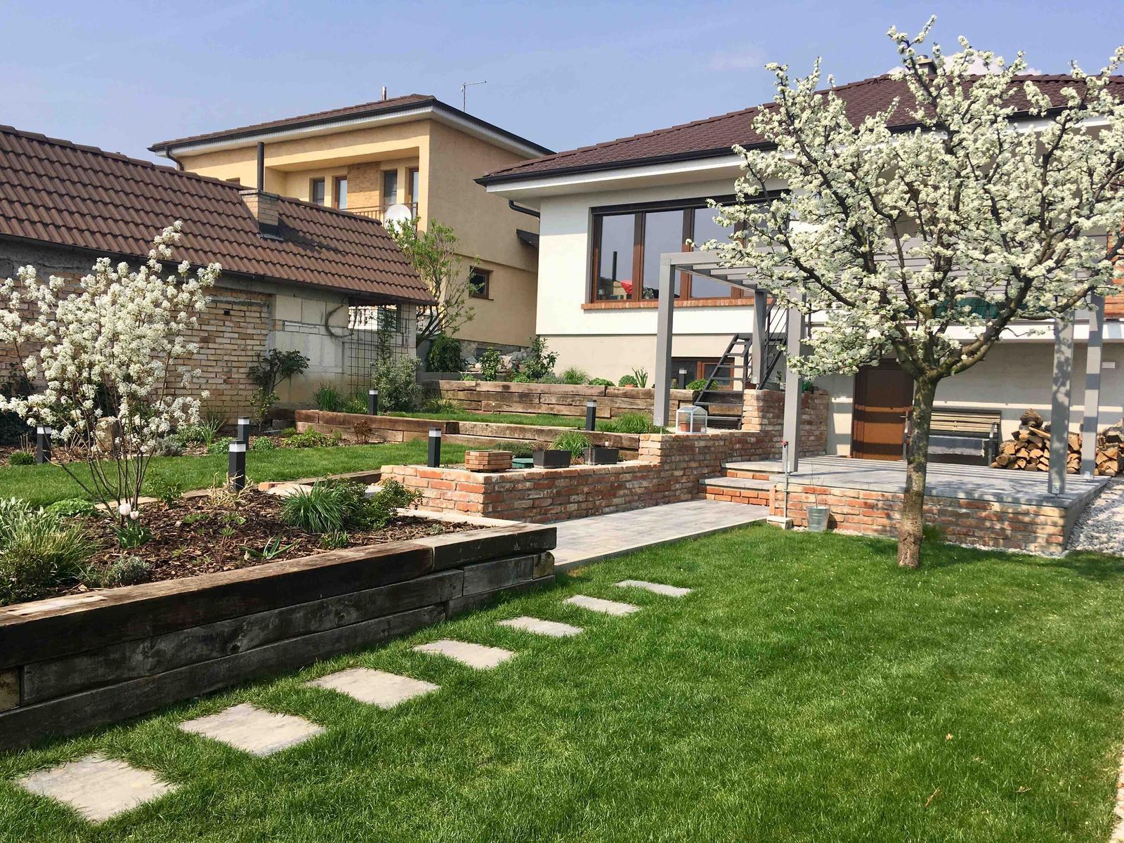 Názov stavby 3 - in da garden - do mesiaca snáď pribudne tehlový sokel