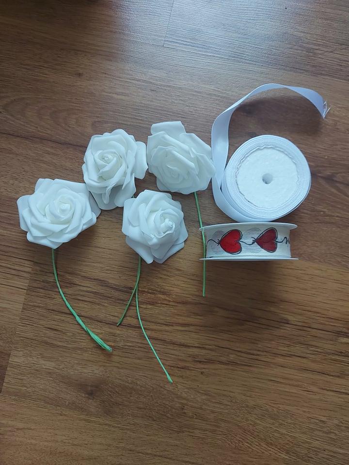Stuhy + umelé kvety - Obrázok č. 1
