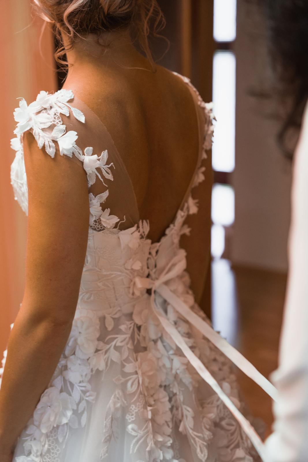 Princeznovské svatební šaty s vlečkou - Obrázek č. 1