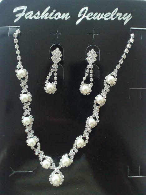 Blížiace sa prípravy 28.8.2010 - náhrdelník a nášnice