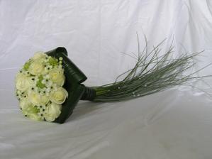 Tuhle kytici budu mít jen s růžovými růžemi..