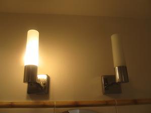 prasklá žárovka (ve smlouvě drobné opravy hradí nájemník sám)