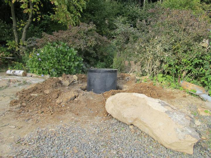 Začátek našeho budování - máme studnu