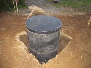 studna a okolo již uklizeno