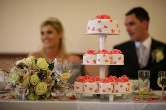 Detail kytice a dortu, dortík byl přesně dle mých představ :)