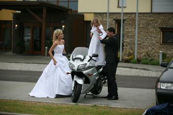 instalace družičky..aneb nová motorkářská generace :)