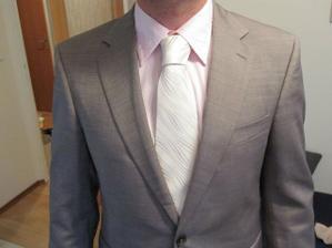 doladíme korsážem v tónech košile a kravaty