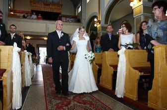 Tatuško má vo vedení k oltáru dobrú prax, vedie v poradí už tretiu a zároveň poslednú dcéru.