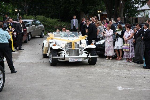 Maťa{{_AND_}}Žigi - Slávnostný príchod svadobného páru na hostinu.