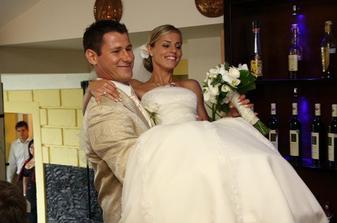 ..až k svadobnému stolu