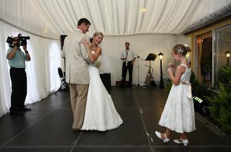 ...prvý manželský tanec..