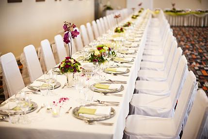 Easy Wedding - dekorační a květinový servis, půjčovna svatebních dekorací - svatební tabule růžovo zelená